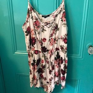🌺White floral romper with cross cross neck 🌸
